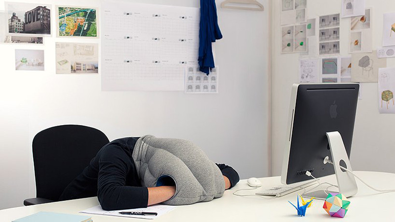 ostrich-pillow-studio-banana